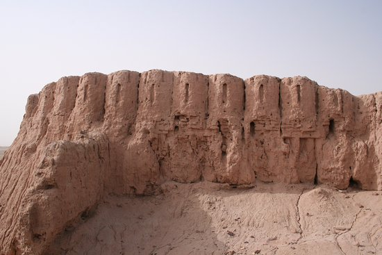 Wall crenellations at Middle A...