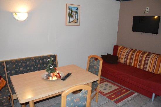 Niedernsill, Österrike: livingroom/kitchen 3-bedroom apartment