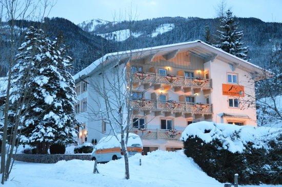 Niedernsill, Österrike: Casa Montana in winter 2017