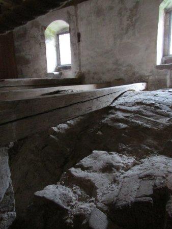 Alpirsbach, Allemagne : unter den Bodendielen wurde alte Kleidung gefunden