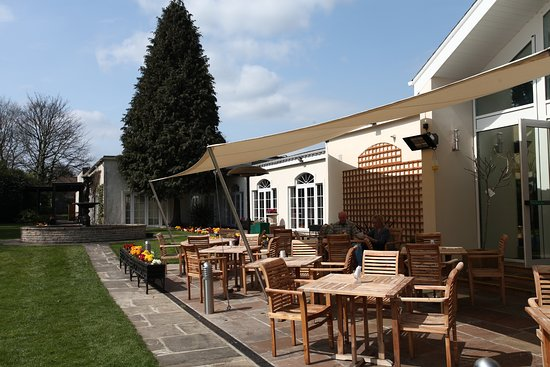 Willerby, UK : Outside seating and lawn