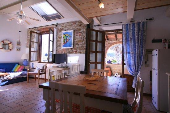 cucina/soggiorno appartamento 10 - Picture of Casa Vacanze Lo ...