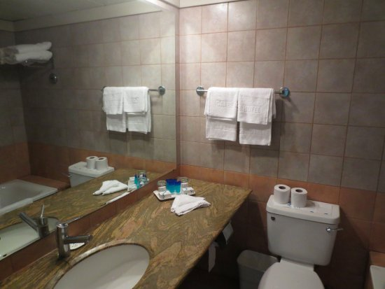 Gai Beach Resort Spa Hotel: Lots of room on vanity (left), ideal for couples and families.