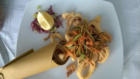 Bovalino Marina, Italia: frittura di calamari e verdure. ottima