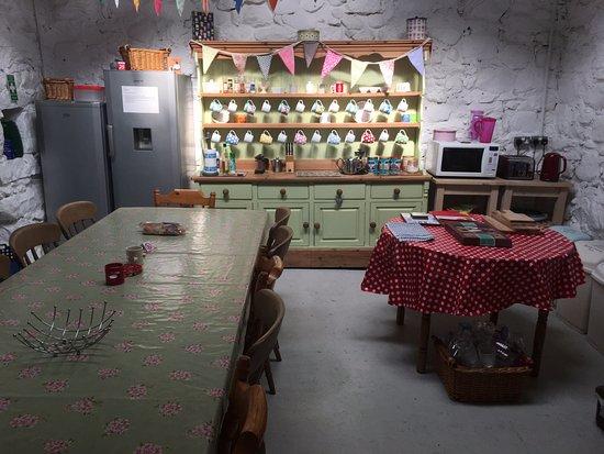 Clynnogfawr, UK: Camping barn- Kitchen