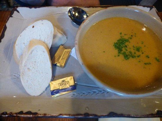 St Peter, UK: Soupe poisson & légumes frais.