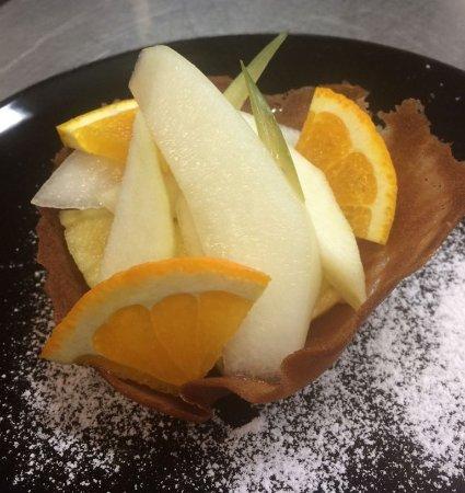 Colle de Siena: Gustosa cialda preparata dalla nostra cucina e guarnita con frutta di stagione