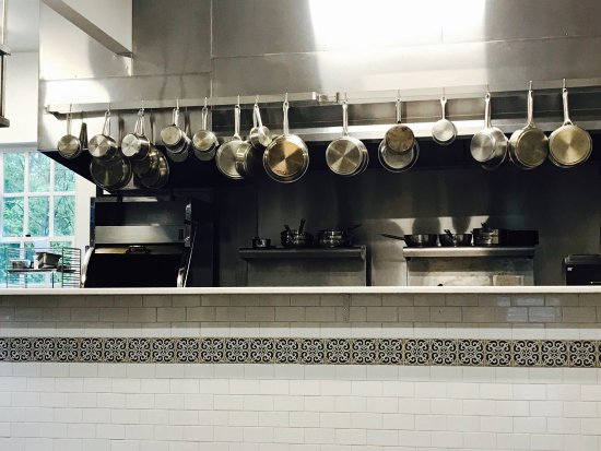 Annandale, NJ: open chef's kitchen