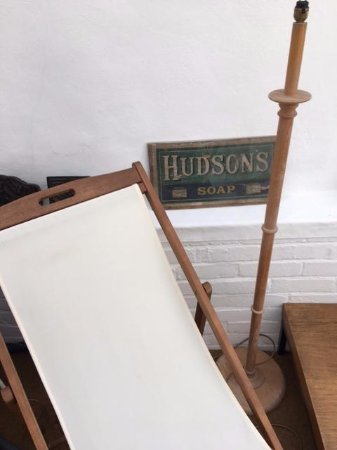 Hudsons: chilling area
