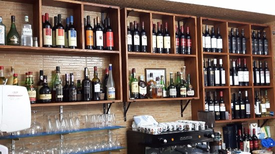 Moura, Portugal: nova garrafeira