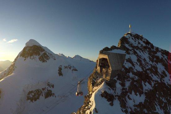 Tour d'observation du glacier du Matterhorn