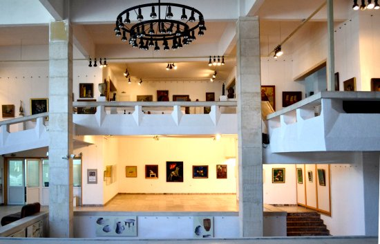 Kazanlak, Bulgaria: Here you can see  the oldest art collection  in Bulgaria.