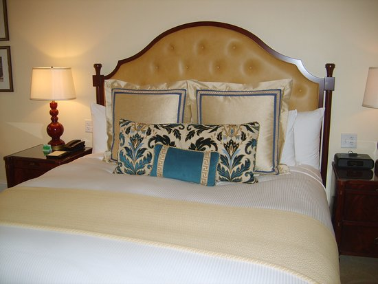 The Jefferson Hotel: bed