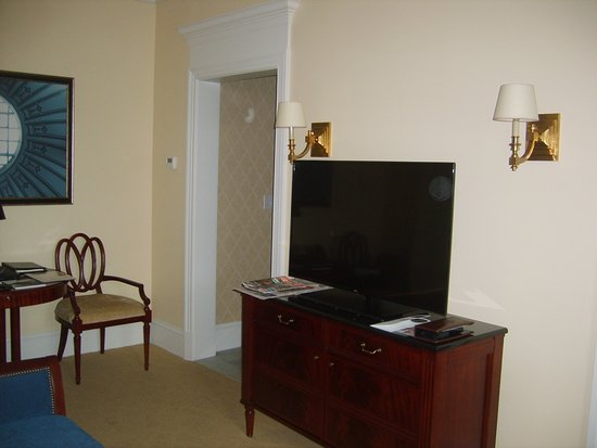 The Jefferson Hotel: room, TV