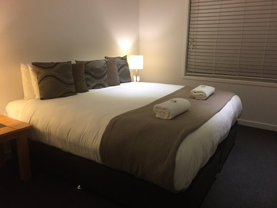 Thredbo Village, Australia: King size bed - great linen