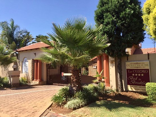 Alberton, Sudáfrica: Wellcome to the prestigious Le Cozmo Guest House where you are home away from home !!