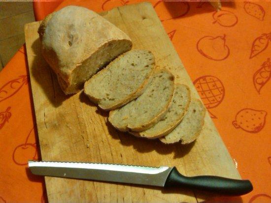 Loro Ciuffenna, Italy: pane fatto in casa con farina del mulino