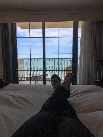 Hilton Virginia Beach Oceanfront: Corner room ocean front views from bed