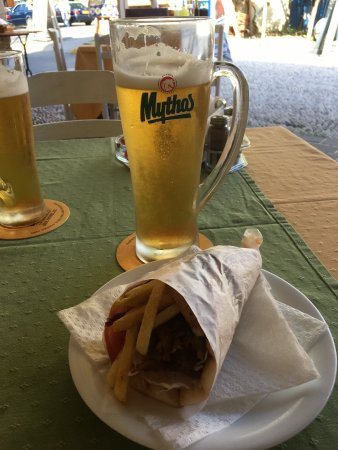 To Kapilio Tou Gianni: Tog Guros special som mellanmål. Endast 2 €. Väl värt sitt pris. Ölen kall och god.