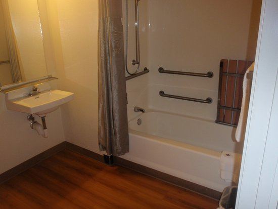 Maple Shade, NJ: Handicap Friendly Shower