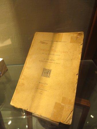 Hash Marihuana & Hemp Museum: Libro Les Plantes Maguiques (1899)