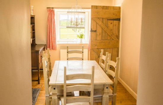 Doxford Farm Cottages: East End - dining area