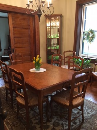Wooster, OH: Enjoy Your Breakfast in our Spacious Dining Room