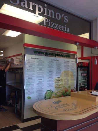 Glen Ellyn, IL: Sarpinos Pizzeria Glenn Ellyn