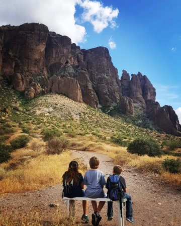 Lost Dutchman State Park: Friends enjoying the outdoors