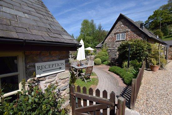 Tudor Farmhouse Hotel Foto