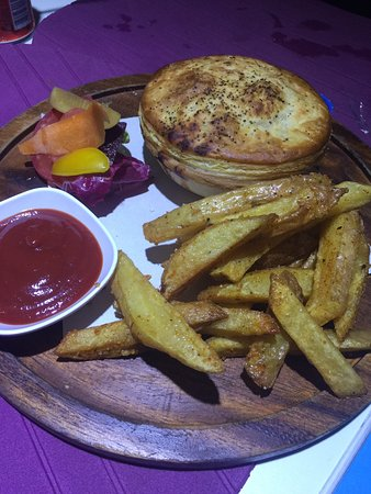Chef Bar: Pie and chips