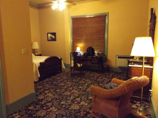 The Weinhard Hotel: Spacious Room No. 4