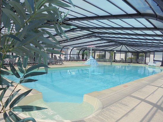 Vue int rieure piscine couverte et chauff e picture of for Camping normandie piscine couverte