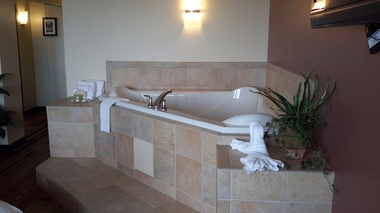 Canad Inns Destination Center Grand Forks: nice size hot top
