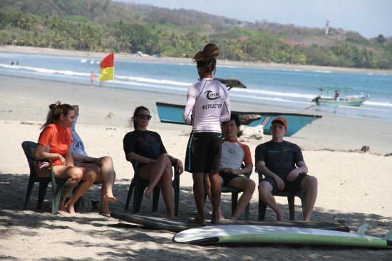 Choco's Surf School: The theory of surfing... in the shade. Shade is a good thing in Samara.