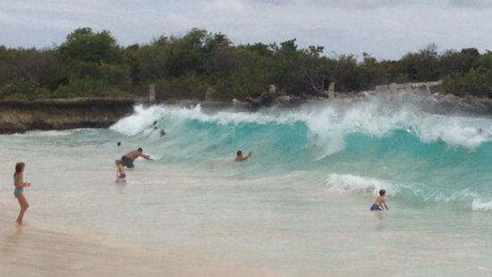 Sapphire Beach Club Resort: What a wave!