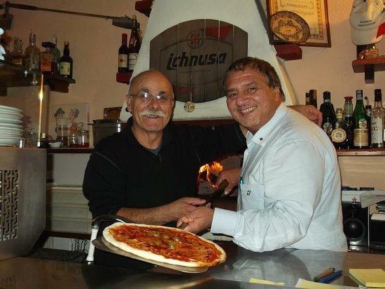 Oulx, Italie : Pizzaioli all'opera a Rio Nero