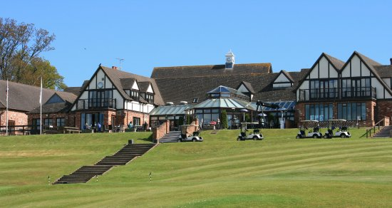 Woodbury Salterton, UK: The rear terrace overlooking the 18th Hole.