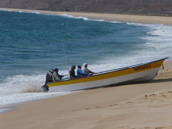 Punta Lobos: boat coming to shore
