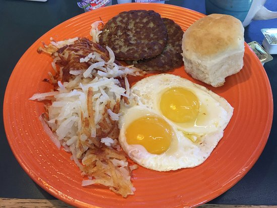 Edgewood, NM: Fried Eggs, Hash Browns, Sausage & Bisquit