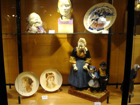 Earthenware Museum (Musée de la Faïence): les petits bretons