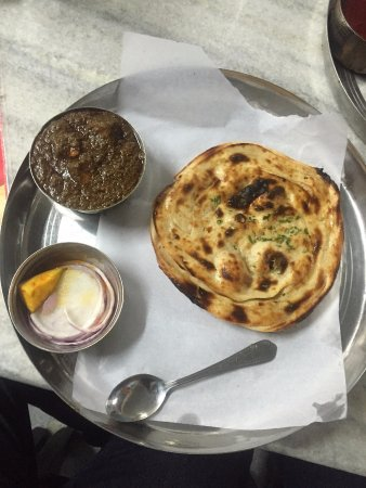 Kesar da Dhaba: Palak Paneer with Lachcha Paratha (Best Option)