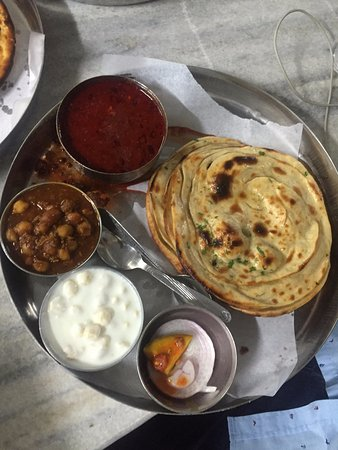 Kesar da Dhaba: Choley (Average taste)