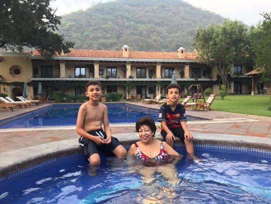 finca filadelfia coffee resort u tours vista del jacuzzi piscina jardn y edificio
