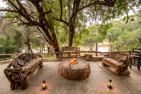 Balule Nature Reserve, Sudáfrica: Lapa and Braai area with river view