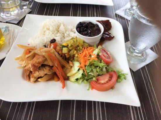 Guapiles, Kostaryka: Casado fajitas de pollo