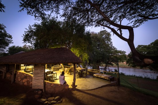 Balule Nature Reserve, Sudáfrica: Lapa with river view