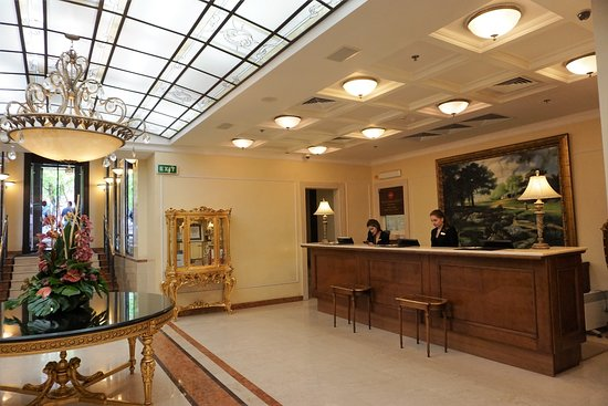 Opera Hotel: Reception
