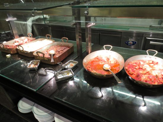 Leonardo Plaza Hotel Jerusalem: hot items at buffet