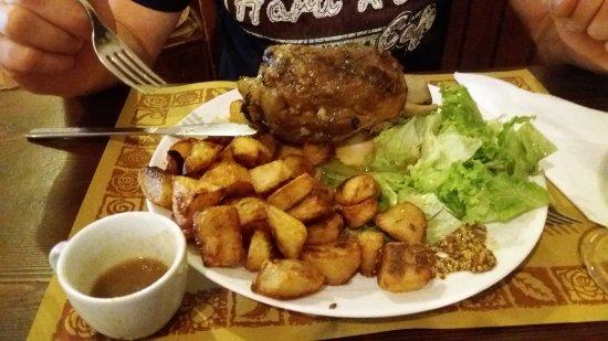 Mezzegra, إيطاليا: Carpaccio di scottona, crudo e formaggio - stinco di maiale alla birra